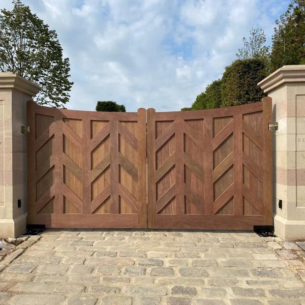 IPE Gates Main