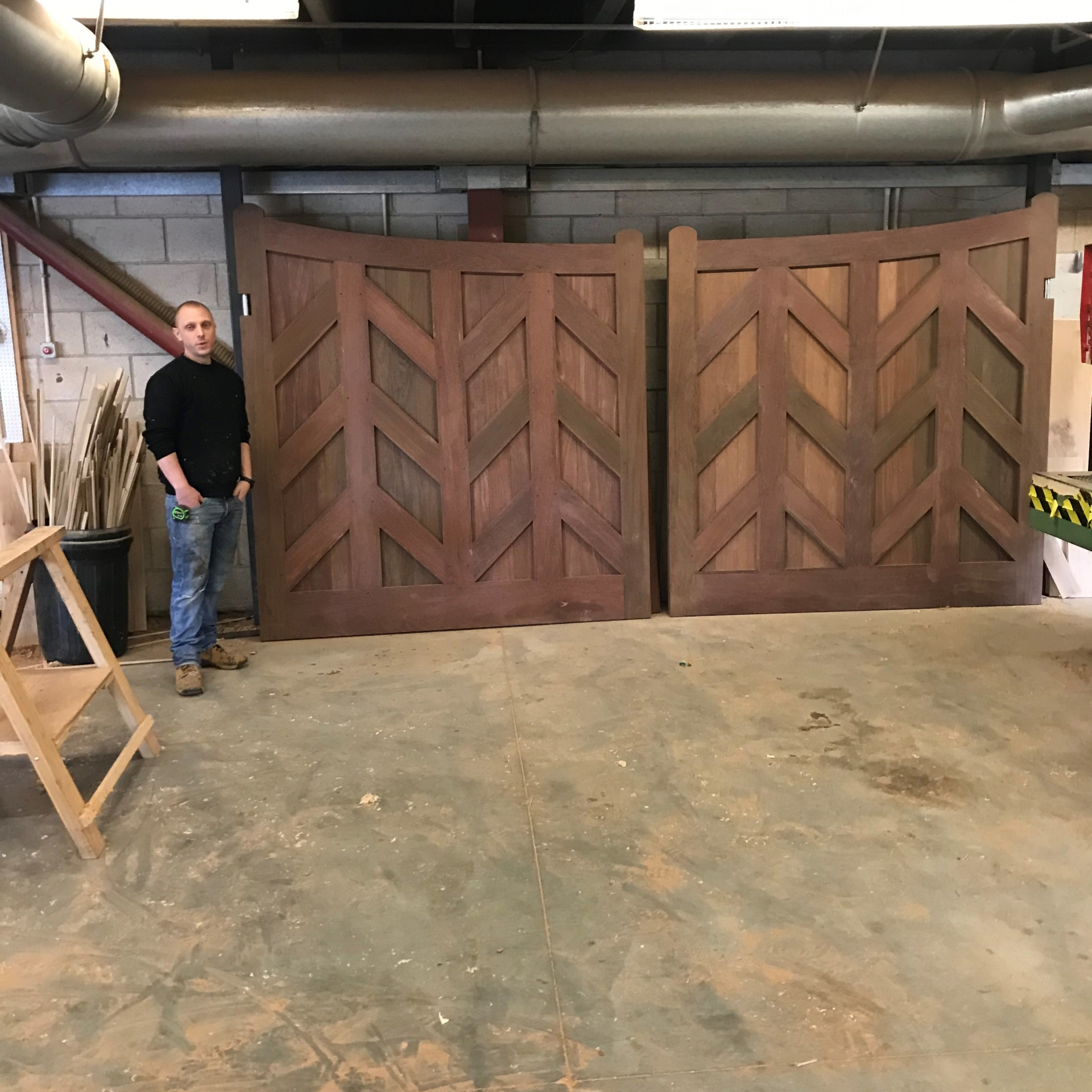 Ipe gate in joinery Main